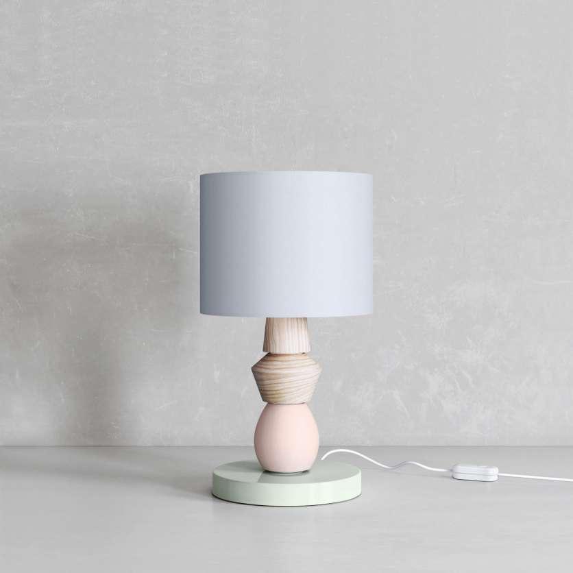 Abat-jour gris sur une lampe moderne en bois