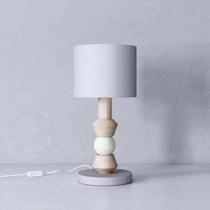 Nachttischlampe mit minzfarbenem Akzent