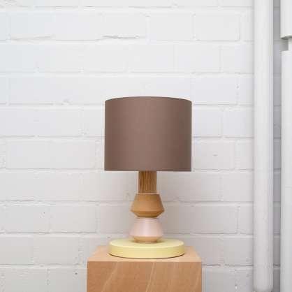 Lampada da tavolo modulare nel design Totem