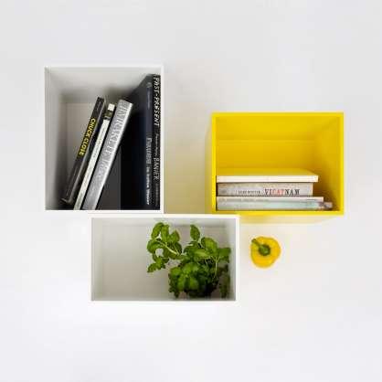 Etagère murale modulable avec des cubes de rangement pour livres