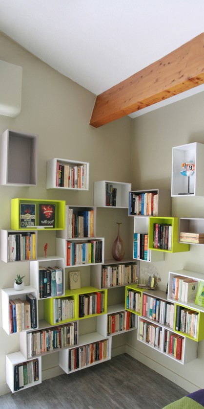 Corner shelving in white and green