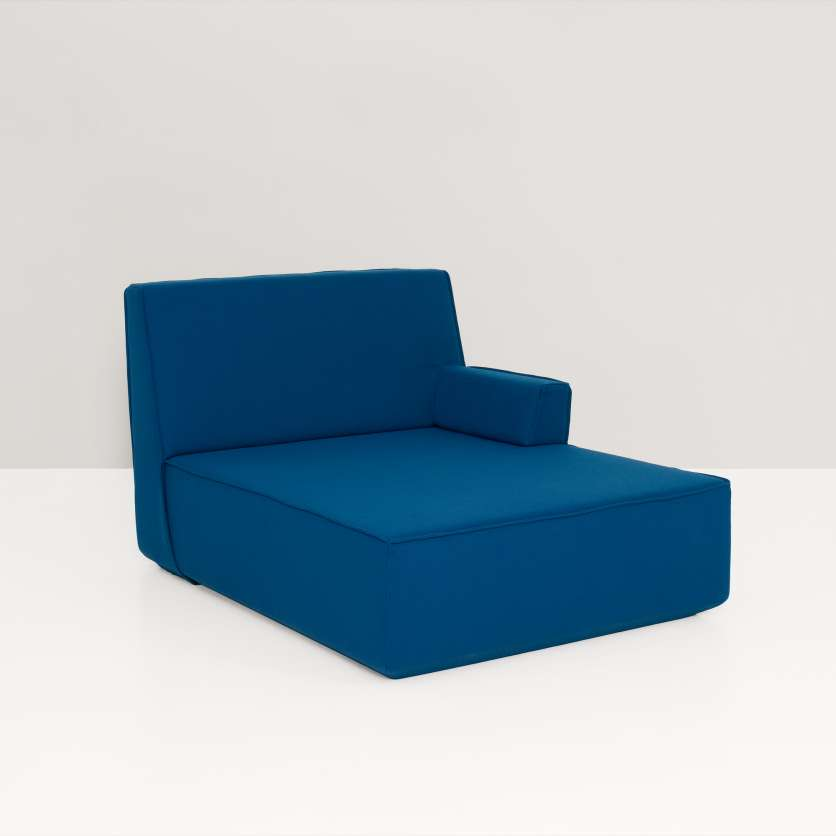 Chaise longue in ocean blue