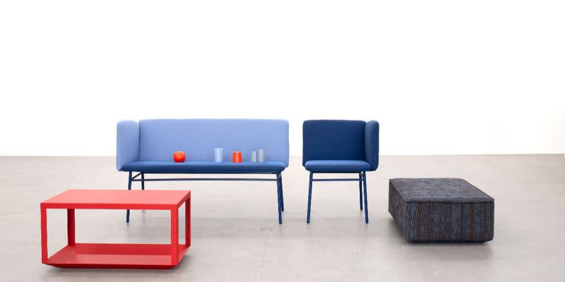 Panca e tavolino Cubit in interazione
