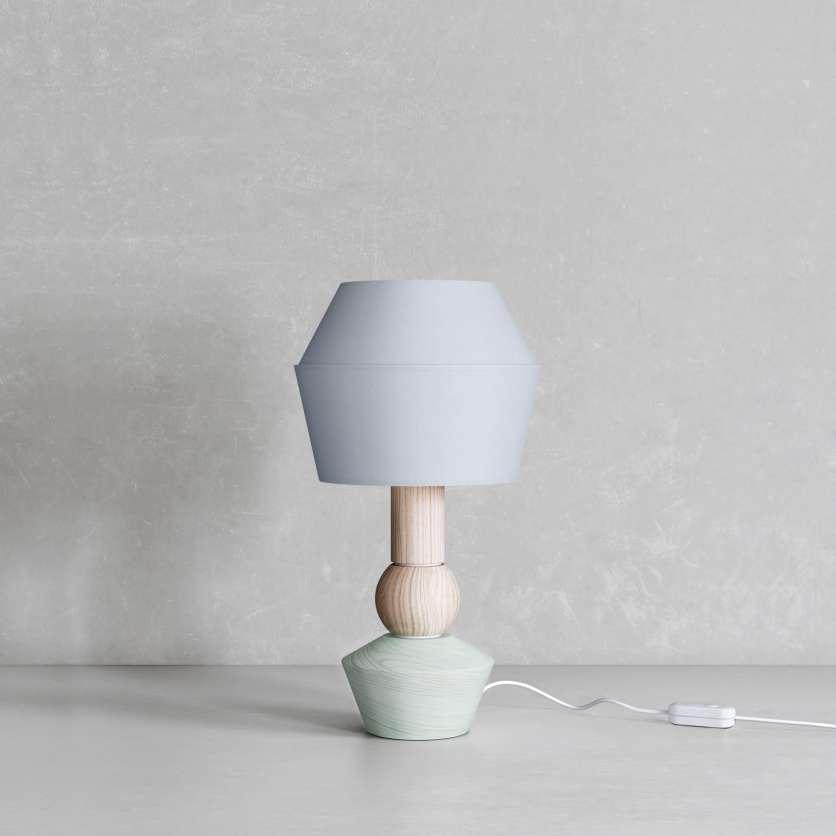 Modulare Tischlampe mit hellgrün lasiertem Sockel