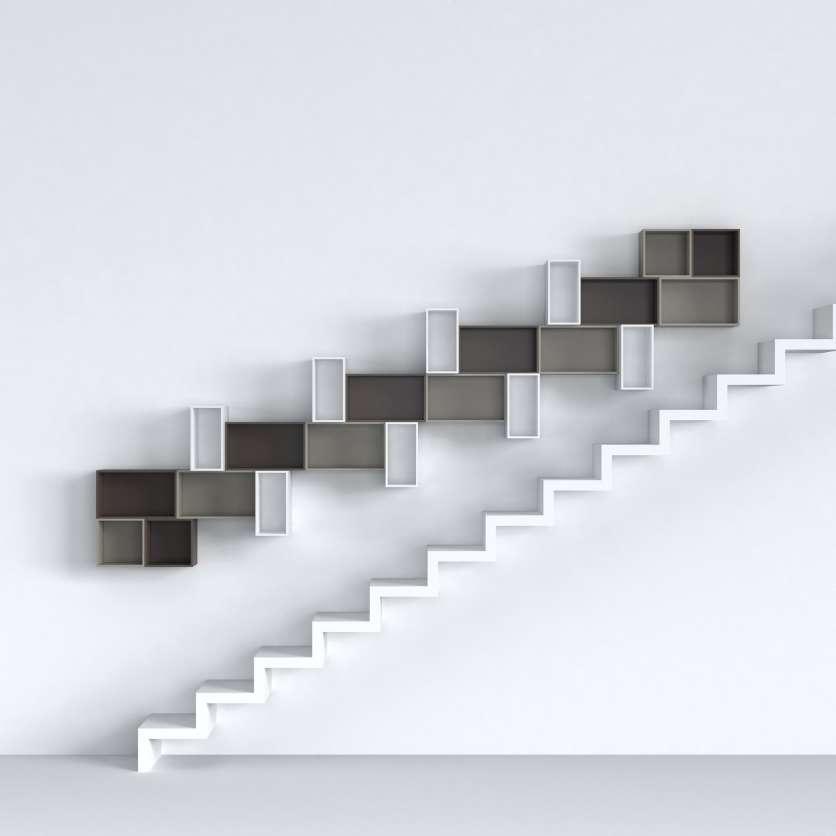 Étagère murale configurable dans l escalier