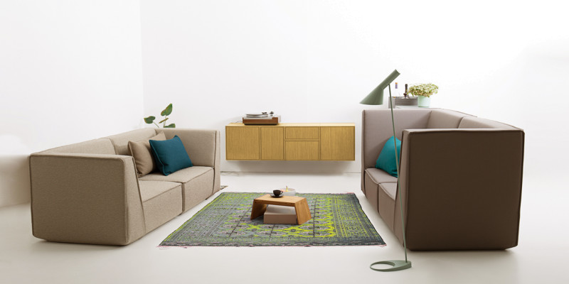 Modulares Sofa mit grauem StoffModulares Sofa mit grauem Stoff