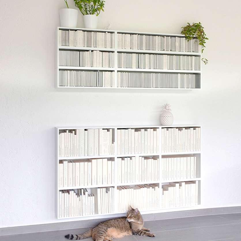 Libreria a parete bianca per CD e libri tascabili