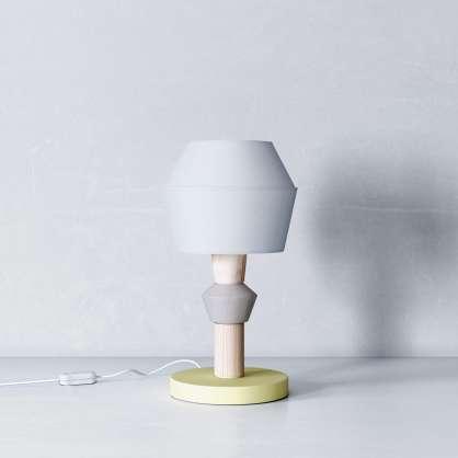Lampada da tavolo a costruzione simmetrica