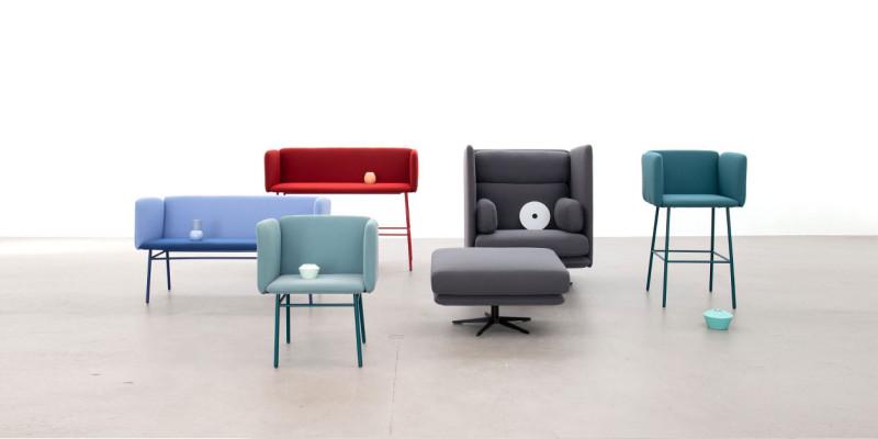 Verschiedene Stühle und Banken, Sitzgelegenheiten im Cubit Stil