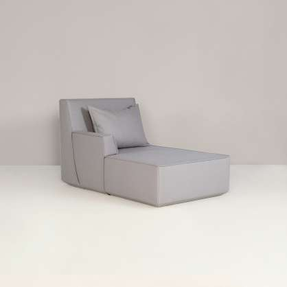A small backrest with a big impact on the chaise longue.