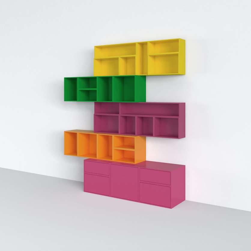 Sistema di scaffali colorati