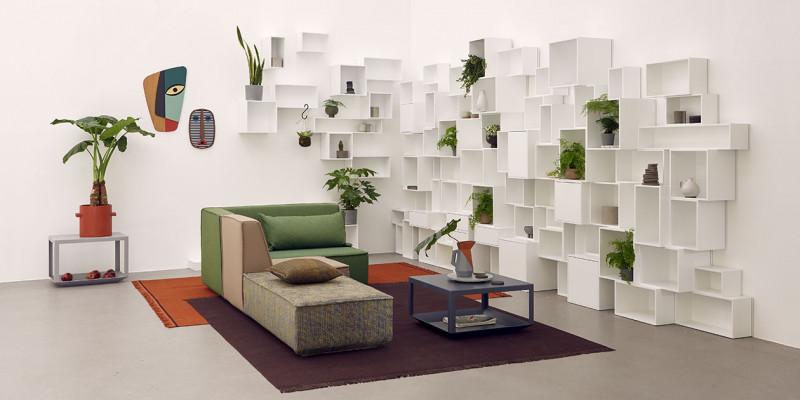Gemütliche Sofavariation mit grünen Akzenten