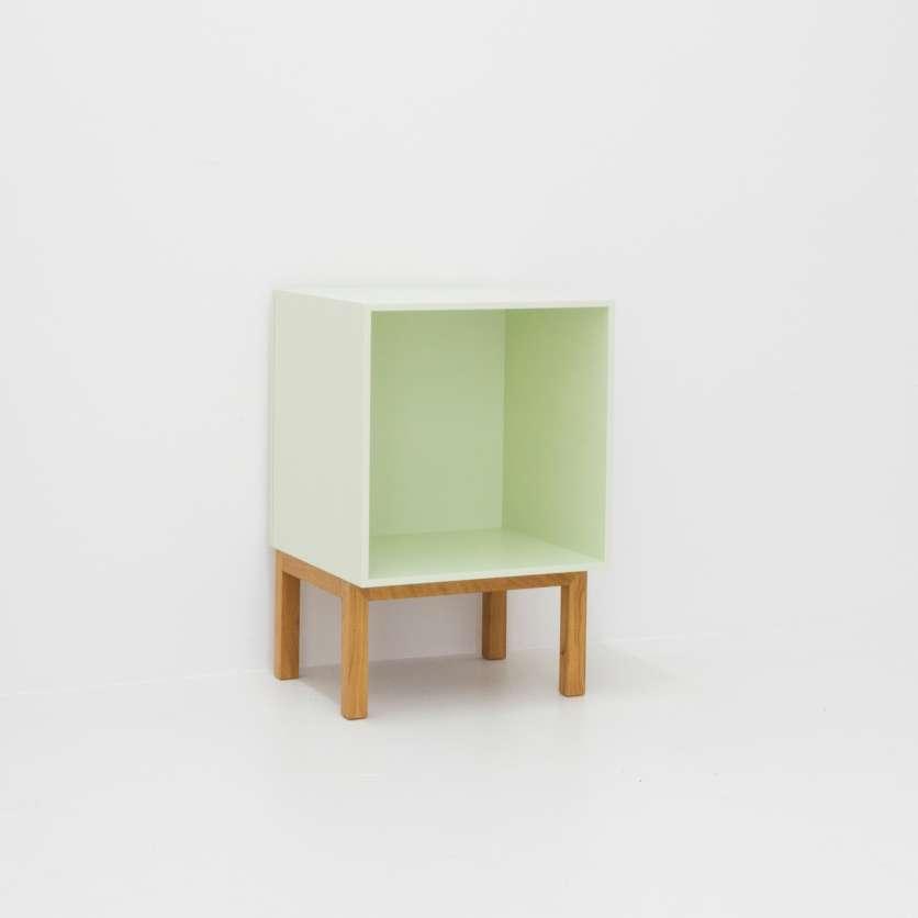 Quadratisches Mini–Sideboard