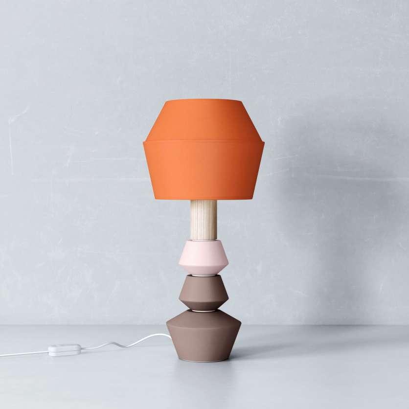 Modulare Tischlampe mit orangenem Schirm