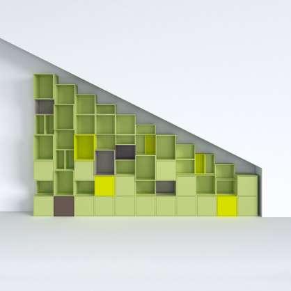 Regal unter Treppe und Dachschräge