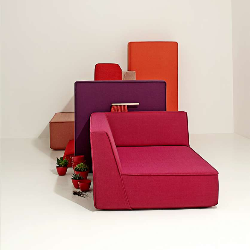 Unconventional and modern: sofa in shades of red