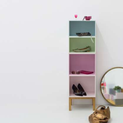 New Nordic: book shelving in shades of pastel with clear contours