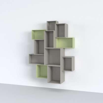 Cube de rangement vert et gris fixés sur un mur pour créer une étagère