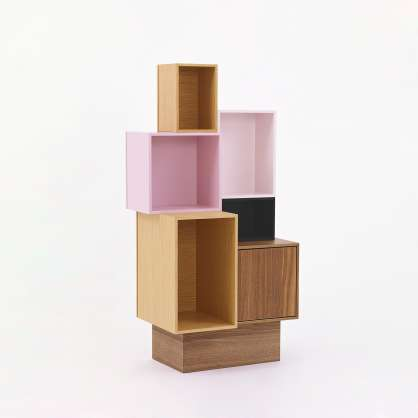 Modular shelving system with plinth in wood veneer and pink