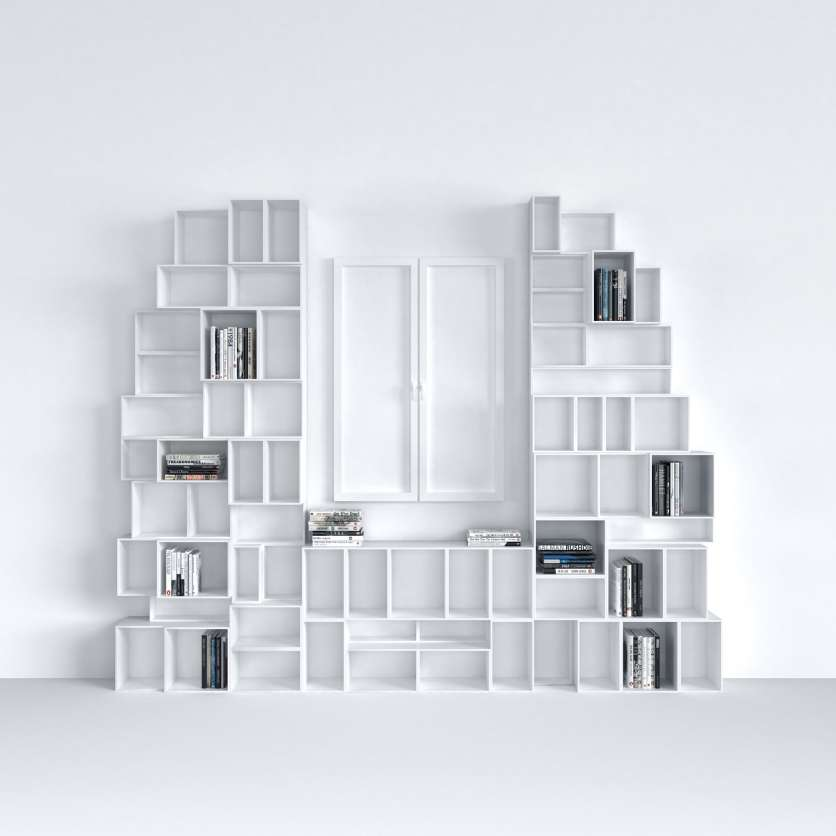 Sculptural and mad-to-measure floor-standing shelving combination