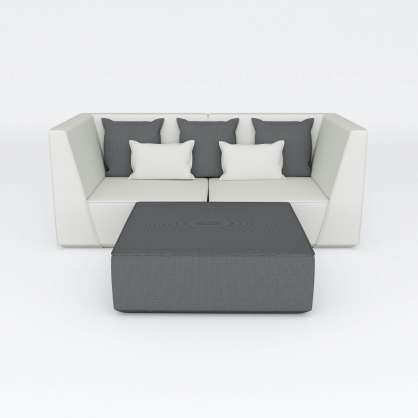 Eleganter 2–Sitzer kombiniert mit quadratischer Sitzfläche