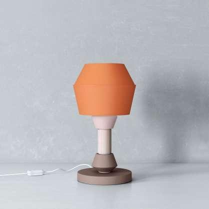 Tischlampe mit orangenem, konischem Schirm