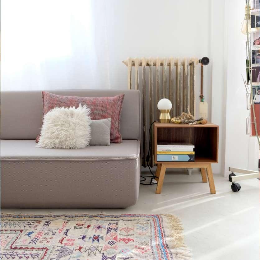 Tavolino a divano minimalista in quercia chiara