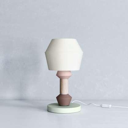 Tischlampe im modernen Look