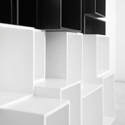 Bibliothèque cube noir et blanc