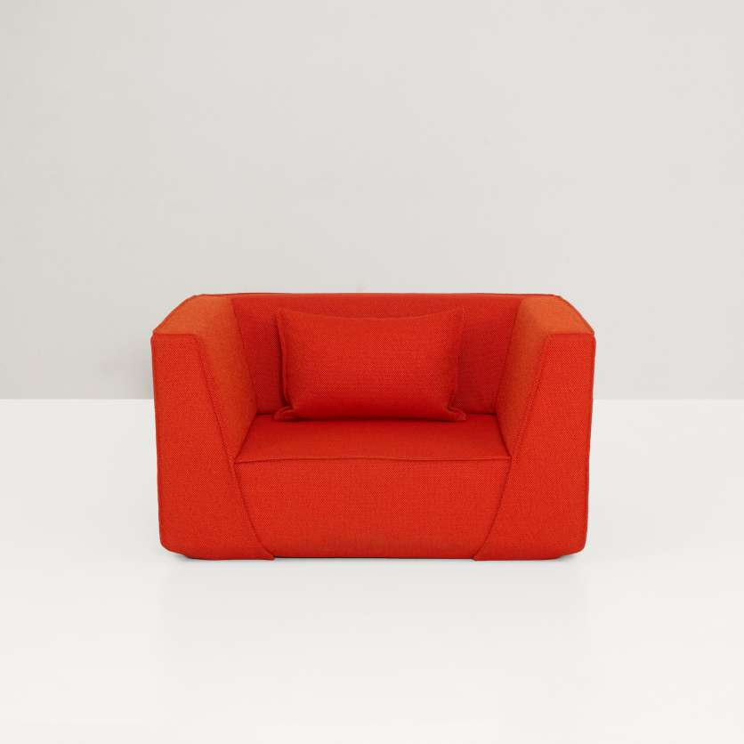This armchair is also impressive on its own